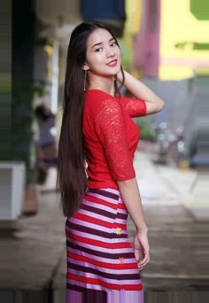 Beautiful Muslim Women, Beautiful Asian Girls, Gorgeous Women, Myanmar Traditional Dress, Traditional Dresses, Sexy Hot Girls, Cute Girls, Geisha, Burmese Girls