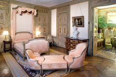 Musée Jacquemart André 2007 - Recoura - Category:Lit à l'ange - Wikimedia Commons Mansion Bedroom, Home Bedroom, Bedroom Decor, Bedroom Ideas, Internal Glazed Doors, Let's Go To Bed, Interior Design Degree, Decoration Gris, Deco Rose