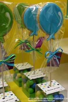 balloon cookies! Julie Herbst-Ulmer check these out!!  Just like you made for Drew but gumball boxes as holders!