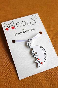 Colgante de gato dibujado gruñón (plástico del encogimiento)