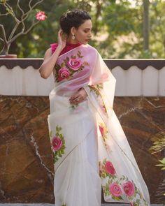 New Saree Blouse Designs, Saree Blouse Patterns, Kurta Designs, Fancy Sarees, Party Wear Sarees, Saree Painting Designs, Bollywood Designer Sarees, Designer Sarees Wedding, Bollywood Saree