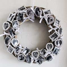photo wreath - do in gold Dollar Store Christmas, Diy Christmas, Picture Wreath, Diy Ideas, Craft Ideas, Arts And Crafts, Diy Crafts, Wreath Ideas, Grandma Gifts