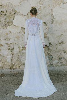 Beba's Closet http://wildjuliet.com/la-melancolia-se-transforma-en-vestido-de-novia-por-bebas-closet