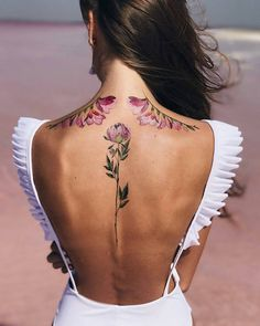 Amazing And Attractive Floral Tattoo Designs You Must Love; Back Floral Tattoo; Spine Tattoos For Women, Back Tattoo Women, Pastell Tattoo, Rosen Tattoo Frau, Flower Spine Tattoos, Tattoo Flowers, Tattoo Gallery, Autumn Tattoo, Geniale Tattoos
