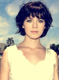 Stylish short haircuts for curly, wavy hair The Effective Pictures We Offer You About short wavy hai Fringe Hairstyles, Hairstyles With Bangs, Short Wavy Hairstyles, Bangs Hairstyle, Hair Bangs, Hairstyles 2016, Girl Hairstyles, Thin Wavy Hair, Short Stacked Hair