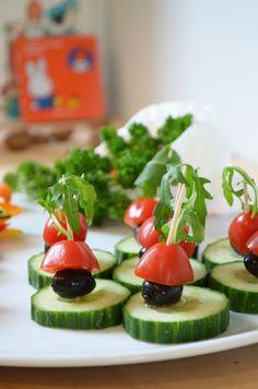 Aan tafel bij Sinterklaas (lekkere sinterklaashapjes) - The Baby Project Caprese Salad, Sushi, Healthy Recipes, Ethnic Recipes, Food, Drink, Cake, Tips, Ideas