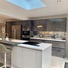 Make a showstopping statement with this tailored Milano Elements kitchen. Kitchen Diner Designs, Luxury Kitchen Design, Kitchen Room Design, Interior Design Kitchen, Kitchen Decor, Kitchen Ideas, Wren Kitchen, Open Plan Kitchen Living Room, U Shaped Kitchen
