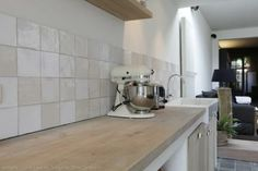 Liking the zellige tiles for kitchen wall Modern Kitchen Cabinets, Kitchen Chairs, Kitchen Tiles, Kitchen Interior, Kitchen Dining, Kitchen Decor, Rustic Country Kitchens, Country Kitchen Designs, Brown Kitchens