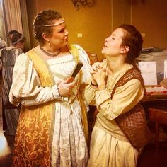 "@manva90_La ""serva"" chiede umilmente perdono alla dama arrabbiata. #igersferrara #RinasciFe2015 #carnevalerinascimentale #rionesantospirito #worbas #frammenti #vitadicorte #dama #servitù #likeit"