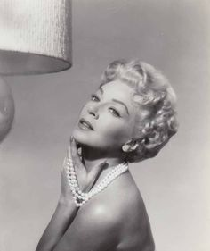 Million Dollar Screen Role for Former Sweater Girl. Lana Turner, above, plays her most glamorous screen role to date in the film adaptation of Fannie Hurst's Imitation of Life, new. Hollywood Photo, Hollywood Icons, Old Hollywood Glamour, Hollywood Fashion, Golden Age Of Hollywood, Vintage Hollywood, Hollywood Actresses, Classic Hollywood, Actors & Actresses
