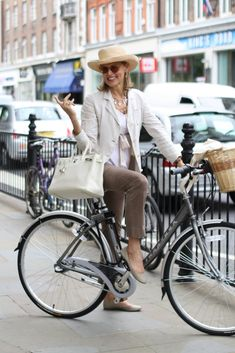 ADVANCED STYLE: Bicycle Chic