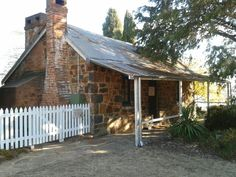 Historic Blundells Cottage, Canberra c.1858..it's right on the lake in Canberra... you just open the front door and step back in time. What a treasure...and it's free