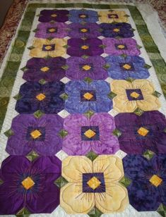 Sweet pansy quilt. Sew-n-Sew Quilting: Pansy Quilting....