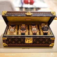 Crazy @audemarspiguet collections by @ecjluxe 💯 📸 @w.watches  #audemarspiguet #audemars #ap #lv #louisvuitton #ecjluxe #offshore #royaloak #royaloakoffshore