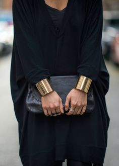All black and gold cuffs❤️ Style Noir, Mode Style, Style Me, Black Style, Trend Fashion, Look Fashion, Womens Fashion, Fashion Tips, Classy Fashion