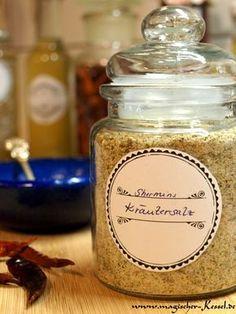 Zahlreiche, kräutersalzgierigie Freunde können nicht irren: Rezept für mein liebstes, schönstes, leckerstes Kräutersalz.