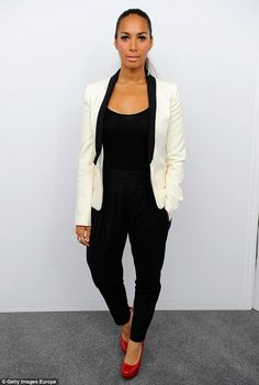 Look Leona Lewis Leona Lewis, All Black Outfit, White Outfits, White Tux Jacket, Black White Fashion, Love Her Style, Work Fashion, Modern Fashion, Passion For Fashion