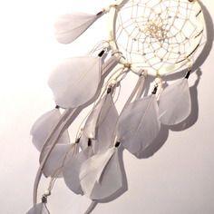 Dreamcatcher/ attrape rêves en liberty mésanges blanc, plumes et perles