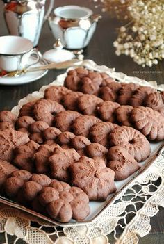 shortbread cookies with chocolate biscuits shoots Biscotti Biscuits, Biscotti Cookies, Galletas Cookies, Shortbread Cookies, Sweet Desserts, Sweet Recipes, Delicious Desserts, Bakery Recipes, Cookie Recipes
