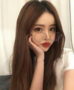 Gorgeous I love the glasses. Such a beautiful face Ulzzang Korean Girl, Cute Korean Girl, Cute Asian Girls, Beautiful Asian Girls, Cute Girls, Uzzlang Girl, Ulzzang Makeup, Asian Makeup, Korean Makeup