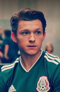 Tom Holland supports the Mexican national soccer team 💗⚽️😍 # Tom Holla . - Tom Holland supports the Mexican national soccer team 💗⚽️😍 # Tom Holland - Tom Holland Peter Parker, Tom Holand, Baby Toms, Tommy Boy, To My Future Husband, Cute Guys, Hunger Games, Iron Man, Handsome