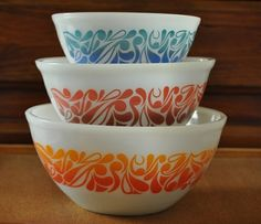 Vintage Pyrex. Love these bowls. I have never seen them before, but would love to find them.