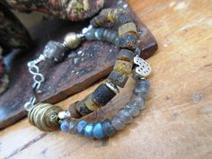 Un bracelet intemporel avec de l'ambre de la par annemarietollet