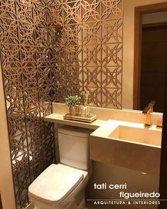 Lavabo pequeno: 60 ambientes bonitos e funcionais com pouco espaço Bathroom Design Small, Bathroom Interior Design, Lavabo Vintage, Lavabo Design, Jaali Design, Bali House, Cozy Bathroom, Bathroom Showrooms, Courtyard Design