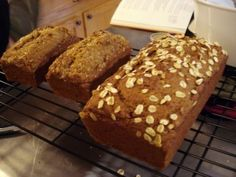 Pumpkin Spice Bread is too good of a recipe to only make over Thanksgiving! #cleaneating #recipe #yum