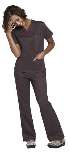 IguanaMed quattro scrub top. I love the pink and brown!   #ScrubsAndBeyondSummer