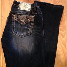 Miss me jeans Too big for me recently bought from the Buckle. Only worn once. Size 28 inseam 33. I think they fit more like a 29.. Very good condition! Any questions just ask me! :) Miss Me Jeans Boot Cut