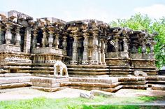 The famous Thousand Pillar Temple is an important monument situated near the Hanamkonda-Warangal highway. One thousand richly carved pillars & a magnificent black basalt Nandi bull are unique to this temple which is dedicated to Lords Shiva, Vishnu and Surya!!