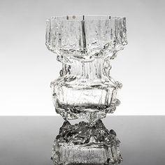 "TAPIO WIRKKALA - Glass vase ""Miracus"" 3432 for Iittala 1970's, Finland. [h. 22 cm] Nordic Design, Scandinavian Design, Glass Design, Design Art, Tallit, Lassi, Finland, Fountain, Glass Art"