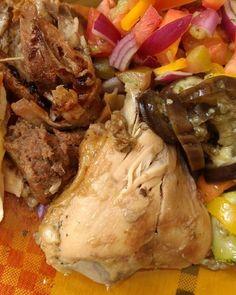 Frango no forno marreco e muitos vegetais . #senhortanquinho #paleo #paleobrasil #primal #lowcarb #lchf #semgluten #semlactose #cetogenica #keto #atkins #dieta #emagrecer #vidalowcarb #paleobr #comidadeverdade #saude #fit #fitness #estilodevida #lowcarbdieta #menoscarboidratos #baixocarbo #dietalchf #lchbrasil #dietalowcarb