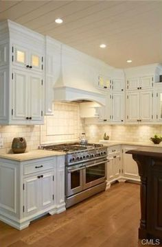 """Traditional Kitchen with L-shaped, Andover Cabinetry, 48"""" Gas Range - VGCC - Viking Professional 5 Series, Kitchen island"""