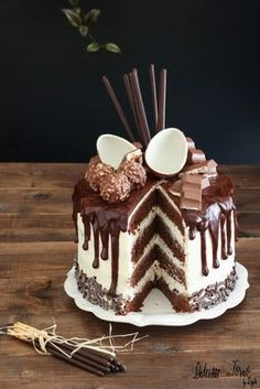 Drip cake tutorial italiano e video ricetta - Ganache Drip cake al cioccolato Cupcakes, Cupcake Cakes, Cake Icing, Drip Cake Tutorial, Sweet Recipes, Cake Recipes, Nake Cake, Molly Cake, Drop Cake