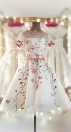 Vintage Stuff and Antique Designs Prom Dresses 2017, Old Dresses, Wedding Dresses, Vintage 1950s Dresses, Vintage Outfits, Vintage Prom, Vintage Clothing, Beautiful Gowns, Beautiful Outfits