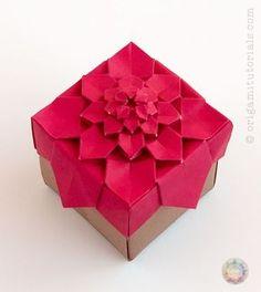 Origami Hydrangea Tessellation Box – Origami Tutorials Origami Design, Diy Origami, Origami Modular, Origami Paper Folding, Origami Star Box, Origami And Kirigami, Paper Crafts Origami, Origami Hearts, Dollar Origami