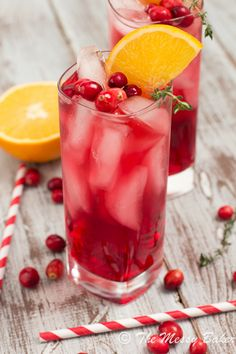 Cranberry-Orange Gin Fizz with Thyme ~ #ChristmasWeek - The Messy Baker Blog