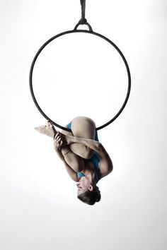 Hip hang on aerial hoop / lyra Lyra Aerial, Aerial Hammock, Aerial Acrobatics, Aerial Dance, Aerial Hoop, Aerial Arts, Aerial Silks, Aerial Classes, Art Du Cirque