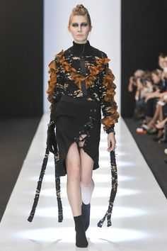See the complete Saint-Tokyo Russia Fall 2017 collection.  ~ *(Interesting...)