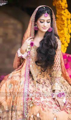 Bridal Mehndi Dresses, Mehndi Brides, Aurora Sleeping Beauty, Dressing, Sari, Disney Princess, Cute, Fashion, Saree