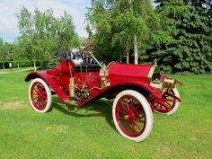 1910 Whiting Model A Roadster - James Whiting, president of Flint Wagon Works, built his first car in 1910 after having bought Buick in 1903. William C. Durant, of early GM fame, bought the Whiting line in 1911 and discontinued its production in 1912. He then revamped the Whiting model into the Little Automobile, then took the best features of that Little and combined them w/ a prototype by Louis Chevrolet to create the new Chevrolet Light Six. This car has a 4 cyl., 20hp, 116ci. engine.