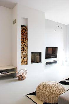 Woonhuis rotterdam from nya interior design scandinavian Home Fireplace, Living Room With Fireplace, Fireplace Design, Home Living Room, Living Room Decor, Scandinavian Fireplace, Modern Scandinavian Interior, Modern Tv Room, Sala Grande
