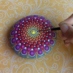 Elspeth McLean pedras mandalas coloridas 04