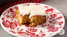 A very easy pineapple cake with a cream cheese frosting. Easiest Pineapple Cake Recipe, Easy Pineapple Cake, Pineapple Dessert Recipes, Summer Dessert Recipes, Desert Recipes, Delicious Desserts, Best Cake Recipes, Sweet Recipes, Poke Cakes