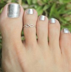 silver Infinity Sign Toe Ring/ Knuckle ring , 925 tiny Adjustable Ring w. open back. PinkySterling silver Infinity Sign Toe Ring/ Knuckle ring , 925 tiny Adjustable Ring w. open back. Beach Jewelry, Jewelry Rings, Fine Jewelry, Body Jewelry, Jewelry Accessories, Unique Jewelry, Tattoo Ringe, Kids Rings, Ring Tattoos