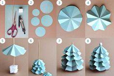 Pour votre déco de Noël rien de mieux que des petits sapins de noël en papier. Voici DIY déco pour créer des sapin de Noël en papier !