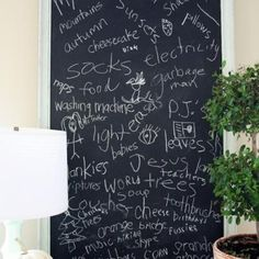 Chalkboard Thankful Board for #Thanksgiving Pictures -- would also work with a poster board or white board. Love this idea!