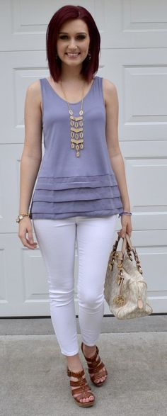 The desigh known as casual chic is making it possible for innumerable women to actually feel ladylike and reasonably despite the fact that enjoying the coziness of the favorite pair of jeans. Short Kurti Designs, Chic Fall Fashion, Fashion Black, Older Women Fashion, Womens Fashion, Casual Chic Style, Casual Summer Outfits, Indian Designer Wear, White Pants